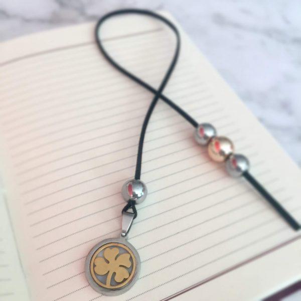 Разделител за книга - детелина медальон 1